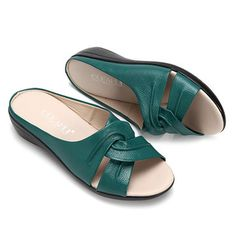 Socofy SOCOFY Pure Color Wedges Peep Toe Retro Slippers sells at a wholesale price. More other womens slippers also sell at a wholesale price. Huarache, Height Insoles, Spring Step Shoes, Womens Slippers, Leather Sandals, Casual Shoes, Chic Outfits, Fashion Shoes, Dress Shoes
