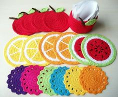 kit porta copos em crochê Open house Crochet Cactus, Crochet Mandala, Crochet Flower Patterns, Crochet Designs, Crochet Flowers, Crochet Kitchen, Crochet Home, Crochet Gifts, Crochet Potholders