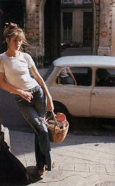 Jane Birkin with her basket...straw bags have their rightful place in fashion!