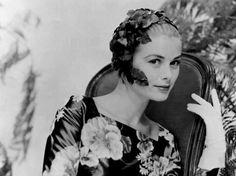 Erklärung: Grace Kelly 1956 in einem Cocktailkleid aus geblümter Taftseide von Schwarzenbach - sie wählte das Kleid für ihre erste Verabredung mit Fürst Rainier III.