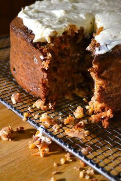 Hide and go Cook: Donna Hay Flourless Carrot Cake Gluten Free Carrot Cake, Gluten Free Cakes, Gluten Free Baking, Gluten Free Desserts, Slow Cooker Desserts, Sweet Recipes, Cake Recipes, Dessert Recipes, Tortilla Sana