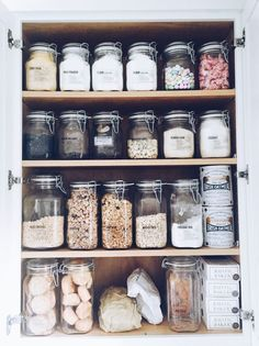 Zero waste pantry inspiration | How to store bulk foods in glass jars