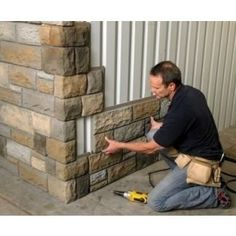 Easy to pop on the side of a house for an exterior change. Like an ugly garage……. -Read More – Decor Hacks : Faux stone. Easy to pop on the side of a house for an exterior change. Like an ugly garage……. -Read More – Home Renovation, Home Remodeling, Casas Containers, House Wall, Barndominium, Pole Barn Homes, Pole Barns, Pole Barn Garage, Pole Barn House Plans