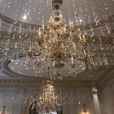 Image uploaded by 𝑎𝑑𝑣𝑒𝑛𝑡𝑢𝑟𝑒 💫. Find images and videos about aesthetic, luxury and gold on We Heart It - the app to get lost in what you love. Boujee Aesthetic, Aesthetic Vintage, Aesthetic Pictures, Aesthetic Videos, Aesthetic Fashion, Belle Epoque, Gouts Et Couleurs, High Society, Looks Cool