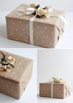 envolutra regalo bodas con papel #manualidades #paper, hacer los puntos co pintura