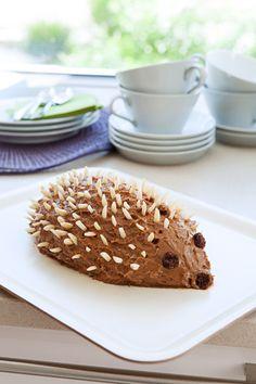 Schoko-Igel mit Biskotten I © GUSTO / Eisenhut & Mayer I www.gusto.at Pancakes, Bakery, Muffin, Breakfast, Desserts, Kindergarten, Food, Hedgehog, Dessert Ideas