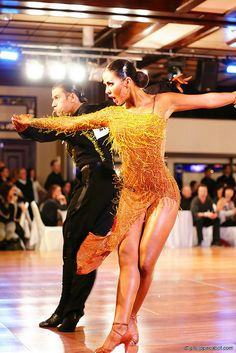 Mambo/tango inspiration for Figure Skating Dresses Cabaret, Latin Ballroom Dresses, Ballroom Dancing, Latin Dresses, Waltz Dance, Dance Art, Tango Dance, Dancers Among Us, Baile Latino