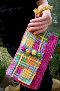 Ravelry: Plaid Wristlet Purse pattern by Shelby Allaho Filet Crochet, Free Crochet Bag, Crochet Purse Patterns, Crochet Shell Stitch, Crochet Clutch, Crochet Diy, Bag Patterns To Sew, Crochet Handbags, Crochet Purses