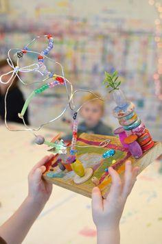 Kinetic Sculptures // www.smallhandsbigart.com 3d Art Projects, School Art Projects, Sculpture Lessons, Sculpture Art, Mobiles, Kinetic Art, Preschool Art, Recycled Art, Art Plastique