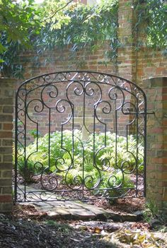 Gorgeous Creative Metal Garden Gates Ideas