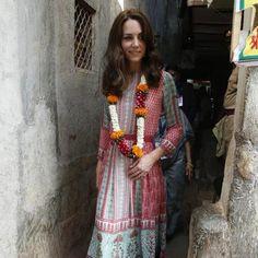 キャサリン妃、インド訪問の可憐なルックに注目!