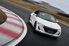 PHOTO 03: Car: HONDA: S660:  HONDA S660 (Prototype) test drive was held at Sodegaura Forest Raceway. Photo from Japan car media webCG. (http://www.webcg.net/articles/-/32298?ph=3)