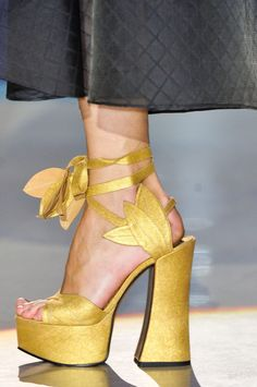 Vivienne Westwood at Paris Fashion Week Spring 2014 - Details Runway Photos