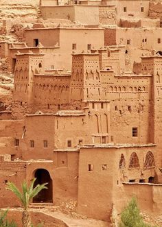 BUILT OF MUD AND STRAW }{ in Aït Benhaddou is a fortified city, or ksar, along the former caravan route between the Sahara and Marrakech in present-day Morocco.
