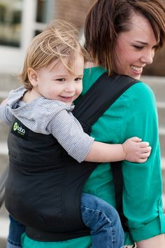 Boba Air - The BobaAir is simple to use, ultra lightweight and ergonomic! The perfect carrier for travelers or any parent on the go – when you're done, just fold, zip & stash. It weighs less than 1 pound!