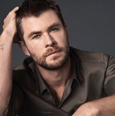 The paradise in 1 man! Hemsworth Brothers, Chris Hemsworth Thor, The Avengers, Beautiful Boys, Gorgeous Men, Film Star Trek, Australian Actors, Marvel Actors, Chris Pratt