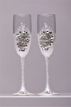 Wedding silver glasses Champagne flutes Silver wedding toasting glasses silver Flutes Silver wedding toasting flutes Set of 2 Silver flutes  For these glasses color: silver All completely handmade! MEASUREMENTS: -Champagne flutes : Height - 9 inch (22 sm). Volume – 170ml (6.1 oz) Custom champagne glasses may be created to fit your needs. Your unique wedding colors can be used for this design. Names and date may be painted to customize to your occasion. Customizations are included in the…