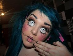 Pin for Later: 101 Real-Girl Halloween Costumes That Are Terrifyingly Gorgeous Loathsome Lashes