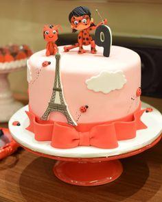 Bolo Laura, Miraculous Ladybug Party, Ladybug Cakes, Girl Cakes, Sweet Cakes, Party Cakes, Party Favors, Themed Cakes, Cake Designs