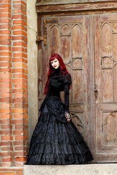 A celebration of the Gothic subculture. Run by Arianna. Style Steampunk, Gothic Steampunk, Victorian Gothic, Victorian Dresses, Gothic Mode, Gothic Lolita, Alternative Mode, Alternative Fashion, Dark Beauty