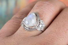Silberringe - Moonstone Edelstein Ring, Blue Flash Moonstone Rin - ein Designerstück von ArtisanJewellery bei DaWanda