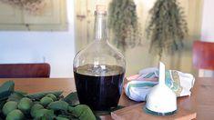 Domácí ořechovice — Recepty — Herbář — Česká televize Alcoholic Drinks, Beverages, Wine Decanter, Red Wine, Barware, Food And Drink, Cooking, Health, Glass