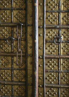 brass indian cabinet door details - photo by Door Knobs And Knockers, Knobs And Handles, Door Hinges, Eclectic Taste, Eclectic Style, Indian Doors, Door Detail, Indian Furniture, Cabinet Doors