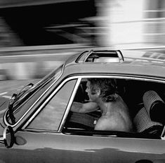 Steve McQueen in his Porsche 911 - King of Cool. Porsche 930 Turbo, Classic Hollywood, Old Hollywood, Hollywood Stars, Steeve Mcqueen, Vintage Porsche, Porsche Cars, Movie Stars, Automobile