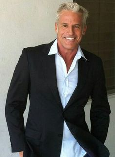 "silver fox stay grey Had to throw a few gorgeous men in too. ""Joe Kloenne proves gray-haired men can be sexy. Mode Masculine, Silver Foxes Men, Handsome Older Men, Older Mens Fashion, Outfits Hombre, Men With Grey Hair, Gray Hair, Hommes Sexy, Going Gray"