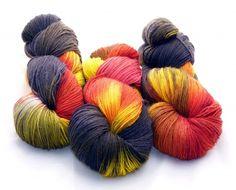 """Handgesponnen & -gefärbt - Sockenwolle, """"Feuerteufel"""" - ein Designerstück von Die-Kleine-Wollfabrik bei DaWanda"""