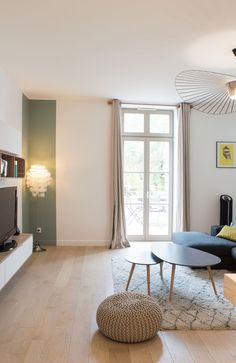 a sleek decor and a Scandinavian look in shades of gray green water and light oak. A beautiful living room very functional and - New Deko Sites Paint Colors For Living Room, My Living Room, Modern Interior, Interior Design, Piece A Vivre, Beautiful Living Rooms, Light Oak, Salon Design, Fashion Room