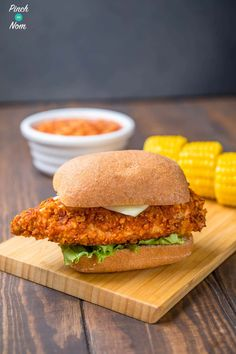 Our KFC Zinger Burger Fakeaway recipe is the perfect slimming friendly replacement for any diet plans like Weight Watchers or similar! Low Calorie Recipes, Healthy Dinner Recipes, Healthy Snacks, Healthy Eating, Cooking Recipes, Oven Recipes, Crispy Chicken Burgers, Jerk Chicken, Slimming World Burgers