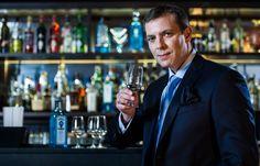 ¡La #ginebra Bombay Sapphire estrena maestro destilador! Entérate de quién se trata, aquí: http://www.sal.pr/2013/04/02/bombay-sapphire-estrena-maestro-destilador/