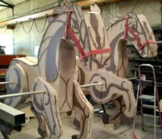 Horse costume out of carton box kids crafts diy make for Cool things made out of horseshoes
