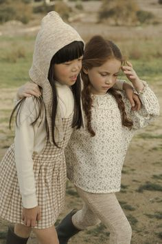 It's nice to be free, to have 'no tempo', to live timeless. The collection for Liilu celebrates a life where the past meets the upcoming future and where nature allows us to dream. Baby Head, Head And Neck, Winter Accessories, Knitted Blankets, Quilted Jacket, Neck Warmer, Pixie, Organic Cotton, Girl Fashion