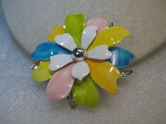 How To Choose Jewelry Western Jewelry, Vintage Jewelry, Sarah Coventry Jewelry, How To Look Classy, Flower Brooch, Vintage Costumes, Costume Jewelry, Pastel, 1960s Fashion