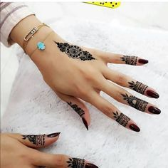 75 ideas for the design of henna hand tattoo art 33 Henna Tattoo Designs, Henna Tattoos, Finger Henna Designs, Henna Tattoo Hand, Et Tattoo, Mehndi Designs For Fingers, Simple Mehndi Designs, Henna Art, Tattoo Art