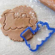 Train cookie cutter by LubimovaCookieCutter on Etsy, $6.00
