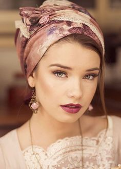 Gorgeous sinar tichel made from elegant fabrics. the antique pink tichel is stunning and classy and has rose prints on it INCREDIBLE & SIMPLY EXQUISITE! Rose Hair, Pink Hair, Mode Turban, Hair Turban, Head Scarf Styles, Hair Cover, Turban Style, Scarf Hairstyles, Headdress