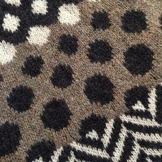 Fair Isle Knitting, Free Knitting, Stitch Patterns, Knitting Patterns, Crescent Shawl, Universal Yarn, Lace Border, Fibres, Slip Stitch