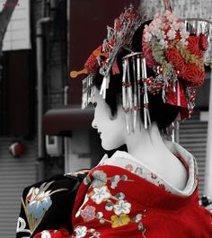 Oiran--beautiful hair ornamentation. Oiran are the elite (#1) class over geisha. They wear their Obi in front of kimono instead of wrapped in back.