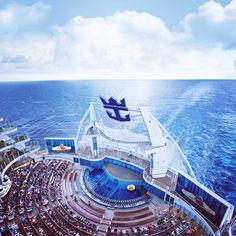Que hoy el Oasis of the Seas esté saliendo de Miami rumbo a España por primera vez en su historia, ¡es #LoMásGrande! #oasisoftheseas #royalcaribbean #LoMásGrande