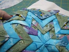 Star (Somerset) Tutorial The Quilting Kitty - Folded Star (Somerset) Tutorial - Folded Star (Somerset) TutorialThe Quilting Kitty - Folded Star (Somerset) Tutorial - Folded Star (Somerset) Tutorial Star Quilt Blocks, Star Quilt Patterns, Star Quilts, Sewing Patterns, Quilting Tutorials, Quilting Projects, Quilting Designs, Sewing Projects, Quilted Christmas Ornaments