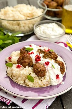 chiftelute-din-miel-cu-orez-si-sos-de-iaurt Lebanese Recipes, Mashed Potatoes, Cauliflower, Oriental, Vegetables, Ethnic Recipes, Food, Salads, Whipped Potatoes