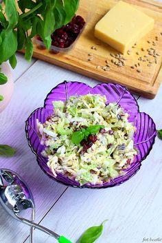 Sałatka z żurawiną, serem i selerem naciowym Cheddar, Cabbage, Vegetables, Food, Cheddar Cheese, Essen, Cabbages, Vegetable Recipes, Meals
