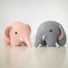 Crochet these adorably round elephants with a brilliant technique that requires minimal attaching.  Free English translation available! wow, thanks so for effort! xox