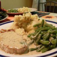Vepřový steak s pepřovou omáčkou recept Memorial Day, Green Beans, Mashed Potatoes, Steak, Vegetables, Ethnic Recipes, Food, Memorial Day Pics, Whipped Potatoes
