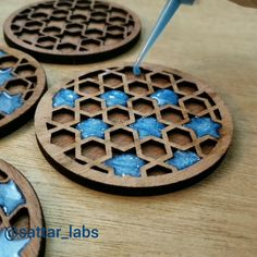 Timelapse of epoxy coasters. … Timelapse of epoxy coasters. Diy Choker, Leather Choker Necklace, Choker Necklaces, Hexagon Tiles, Wood Tray, Resin Crafts, Epoxy, Wood Projects, Gifts For Him