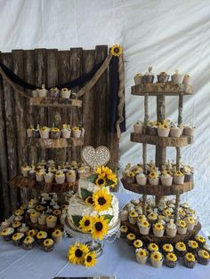 Rustic sunflower wedding cake and cupcakes - Hochzeit - Wedding Cakes Pretty Wedding Cakes, Black Wedding Cakes, Wedding Cake Rustic, Beautiful Wedding Cakes, Wedding Cake Designs, Perfect Wedding, Dream Wedding, Summer Wedding, Lace Wedding