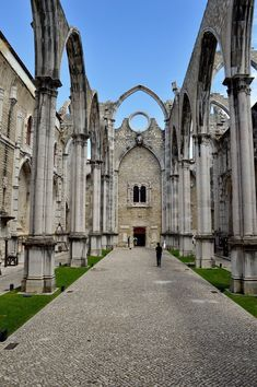 La Igreja do Carmo - Chiesa del Carmine, Lisboa Portugal Country, Spain And Portugal, Portugal Travel, Places To Travel, Travel Destinations, Places To Go, Algarve, Portugal Holidays, World Cities